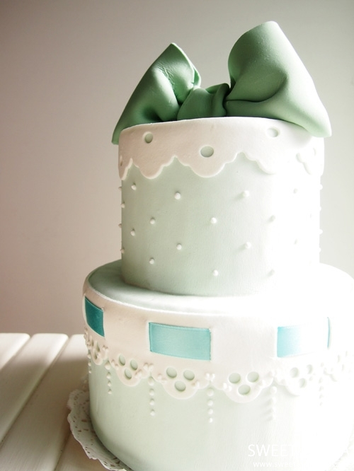 lovely custom libbon cake